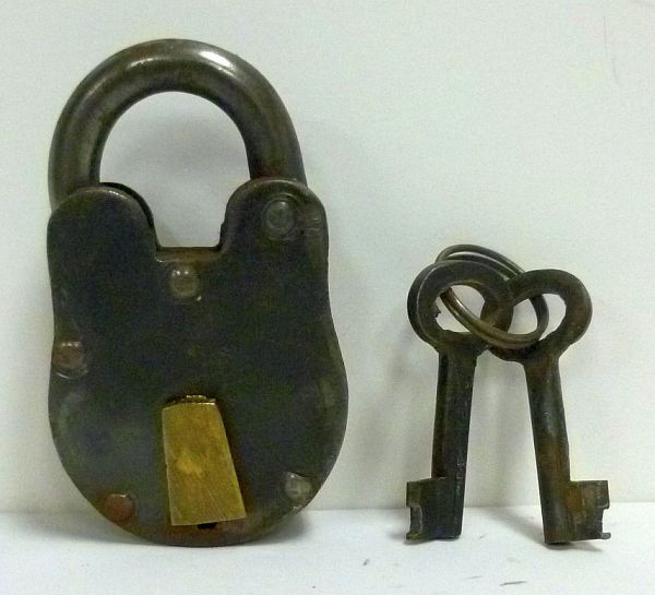 Изображение товара Iron and Brass Padlock 1.5 Fully Functional w/ Iron Keys Reenactment Civil War