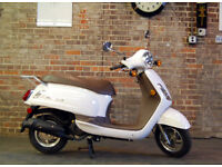 125cc Moped Scooter - SYM Fiddle II - REALLY LOW MILEAGE - can store til Christmas if its a gift!