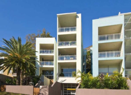 Room for rent in modern, beachy Dee Why apartment