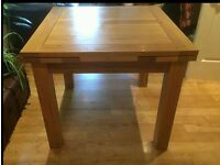 Solid Oak Dining table - Extendable