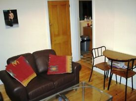 Large Double Room in house near Redhill Town Centre