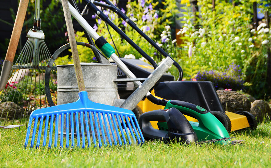 5 essential garden tools for the summer ebay for Gardening tools list with pictures
