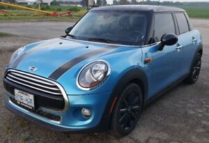 2017 Mini Cooper 5 door only 13,000 kms