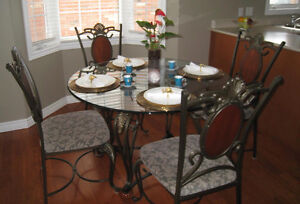 GORGEOUS DINING ROOM SET !!!