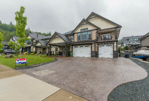 SPACIOUS HOME WITH INLAW SUITE!