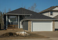 213 Walnut Crescent ~ 1476 sqft Bi-Level ~ GREENBELT LOCATION