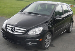 2011 Mercedes-Benz 200T-Series Leather SUV, Crossover