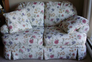 Pretty Loveseat White With Flowers, Clean, Exceptionat Condition