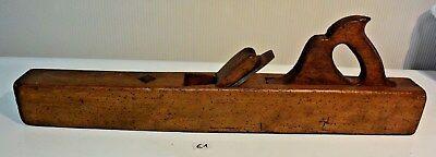 E1 Ancien rabot en bois vieux métier objet old wooden plane