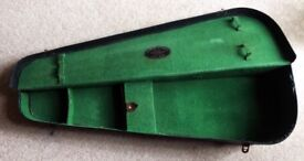 Vintage violin case in need of TLC. Made of board green with felt lining. collection only