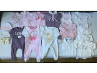 20 pcs Baby clothes - Sleepsuits/Bodysuits long&short sleeves/Hats/Booties/Polo shirt 1 to 6 Months