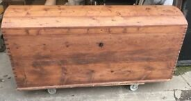 LARGE VICTORIAN DOME TOP BLANKET BOX / STORAGE CHEST VERY NICE ITEM FREE LOCAL DELIVERY 07486933766