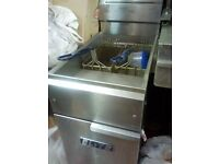 COMMERCIAL FRYER. CHICKEN CHIPS. TAKEAWAYS. RESTAURANTS