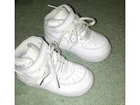Children's shoes size 6.5