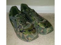 Camo trainers size 43