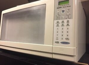 Microwave SANYO in perfect condition ASAP!!!
