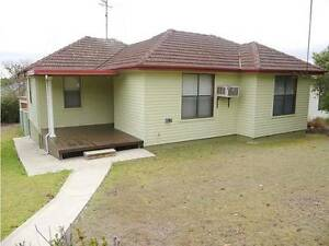 LARGE 4 BEDROOM HOME! Shortland Newcastle Area Preview