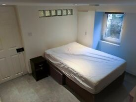 Two Single Rooms to Let in St Pauls, Cheltenham. Close to FCH campus, Town Centre and Pitville Park