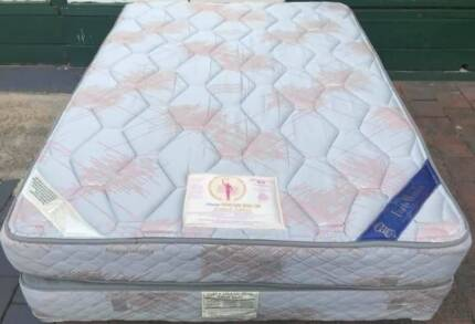 Excellent King Koil Brand double bed set for sale. Delivery avail