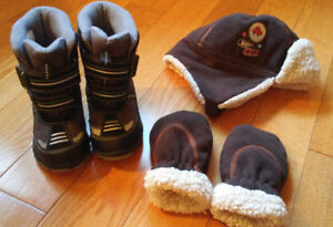 Baby Boy Winter Boots (Size 8) & Matching Hat/Mitts *NEW!*