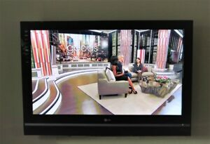 """LG 42"""" 42PC5D PLASMA HDTV in like new condition W/Remote."""