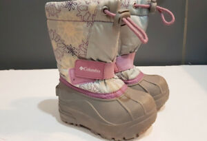 Winter boots toddler girl size 6 (fits like 5)