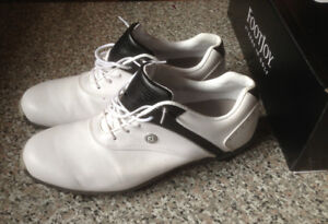 LADIES ~ SIZE 9.5 / FOOTJOY GOLF CLEATS FOR SALE!