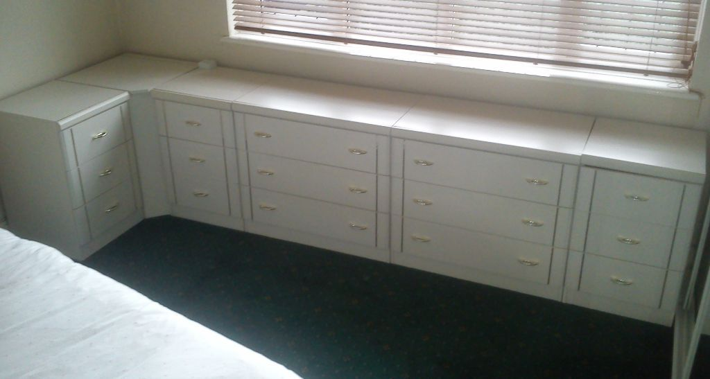 5x Sets of bedroom drawers and corner unit  white. 5x Sets of bedroom drawers and corner unit  white   in Bromley