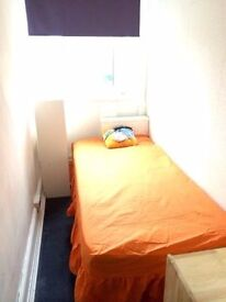Compact room is available ASAP! Next to London Bridge!