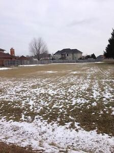 ESTATE SIZE LOT IN SOUGHT-AFTER NORTH-END LOCATION!