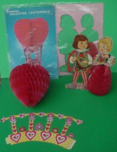 DENNISON VALENTINE CENTERPIECE TROUBADOUR Decoration Die Cut Tissue Honeycomb
