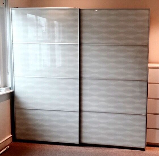 Wardrobe ikea pax white with sliding doors nearly new for Sliding glass doors gumtree