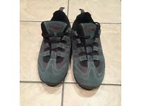Men's size 9 brand new walking shoes