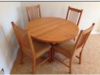 Solid oak, extendable dining table, 4 chairs. Excellent condition
