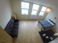 HUUUUUUUGE ROOM TO BE GRABBED ASAP // SO CLOSE TO ZONE 1 THAT YOU CAN WALK - COOL FLATMATES