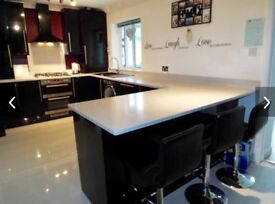 Beautiful Kitchen - Quarts Worktops!