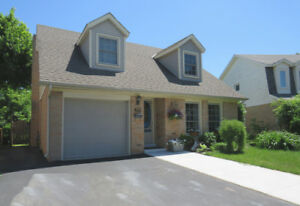 Dazzling Home Nestled in the Heart of Ancaster