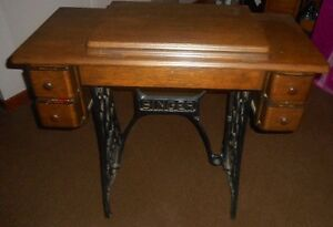 Antique Singer Sewing Machine Base and cabinet. Mint