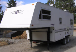 1997 Aero Seven 21 Ft 5th Wheel.
