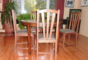 Dining room table and chairs West Island Greater Montréal image 1
