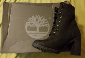 Ladies Timberlands size 6 brand new in box retails for $160