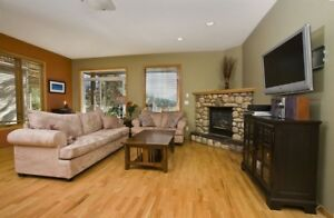 3 bedroom, over looking the park and a hot tub!