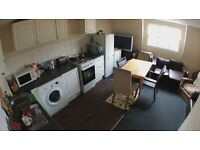 1 Bed in Massive Triple Room * 2 SOFAS!* Zone 2 - Cheap !! LIVING ROOM