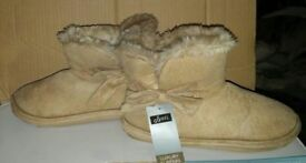 BNWB Ladies Slipper Boots Size 4