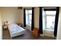 Huge Double room available in 2 bedroom flat.