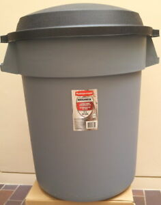 New Roughneck 77 l (20 gal) Rubbermaid trash / garbage can / bin