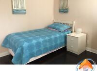 Summer Sublet $800 female- direct streetcar to Ryerson & U of T