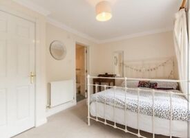 Double Room with ensuite AVAILABLE IN NORTH FINCHLEY.