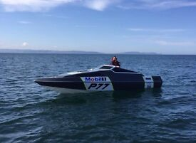 Power boat 25ft race winning boat (px Land Rover why)
