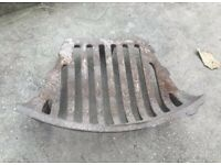 VINTAGE CAST IRON FIRE PLACE GRILL GRATE